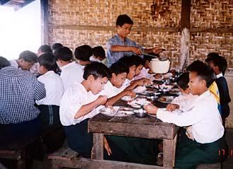 メイッティラー市トーマ村近郊の孤児院